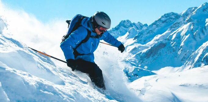 Beim Wintersport auf Versicherung achten