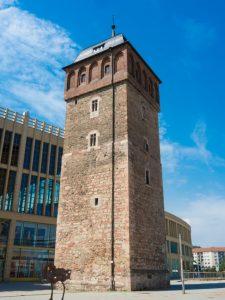"""Der rote Turm in Chemnitz. Hier einige Kursangebote """"Rückenschule"""" in und aus Chemnitz. (#1)"""