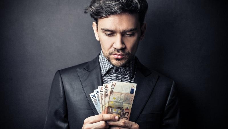 Über die Auszahlung einer Erwerbsunfähigkeitsrente (Erwerbsminderungsrente) und vor allem auch deren Höhe entscheidet die Deutsche Rentenversicherung oder ein anderer Rentenversicherungsträger. (#01)