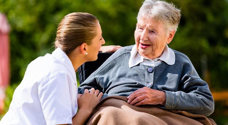 Eine pflegebedürftige Person verursacht viel Arbeit im Haushalt. Um diesen Aspekt auszugleichen, erhalten Sie auch Betreuungs- und Entlastungsleistungen.