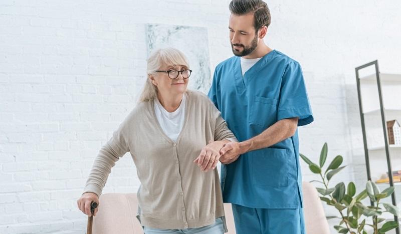 Wenn Sie den Pflegegrad 4 erhalten haben, dann ist es sehr wichtig, zu wissen, auf welche Grundleistung Sie Anspruch haben.