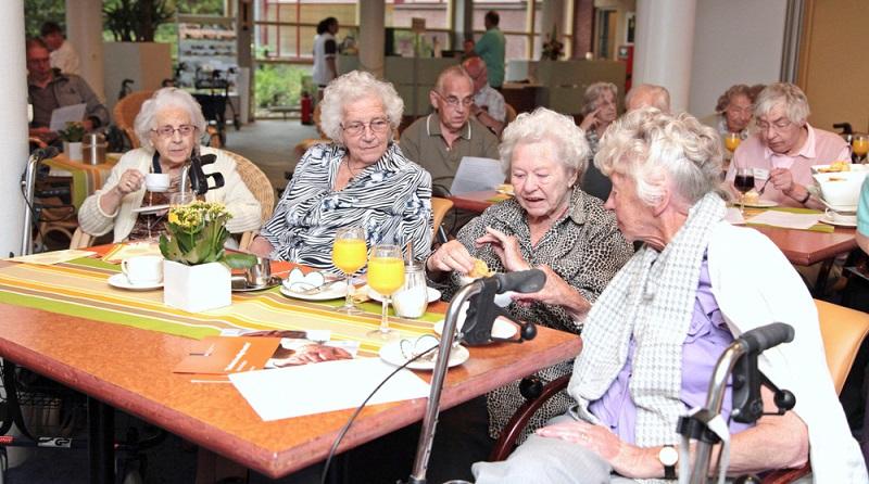 Je älter eine Person ist, desto höher ist die Wahrscheinlichkeit, dass sie pflegebedürftig wird. Das bedeutet, dass die Herausforderungen, die eine gute Versorgung in diesem Bereich mit sich bringt, noch weiter zunehmen werden. Je älter eine Person ist, desto höher ist die Wahrscheinlichkeit, dass sie pflegebedürftig wird. Das bedeutet, dass die Herausforderungen, die eine gute Versorgung in diesem Bereich mit sich bringt, noch weiter zunehmen werden.