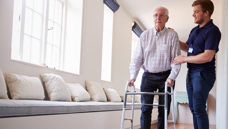 Der große Anstieg an pflegebedürftigen Personen macht es schwierig, die Pflege zu finanzieren.