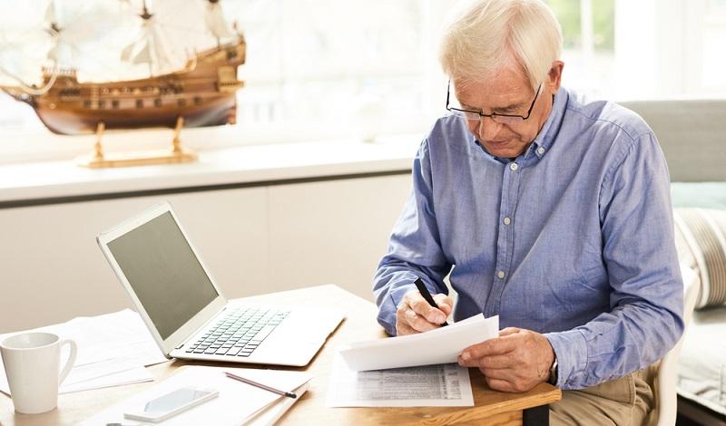 Wenn ohne Pflegegrad ein Antrag auf Pflegegeld gestellt wird, gilt dies als ein Ansinnen auf einen Pflegegrad. ( Fotolizenz: Shutterstock- SeventyFour )